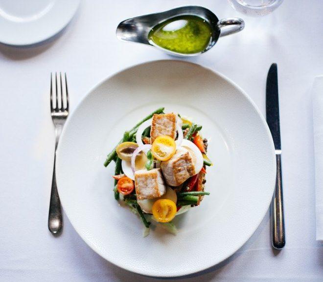 Comment manger équilibré au restaurant ?